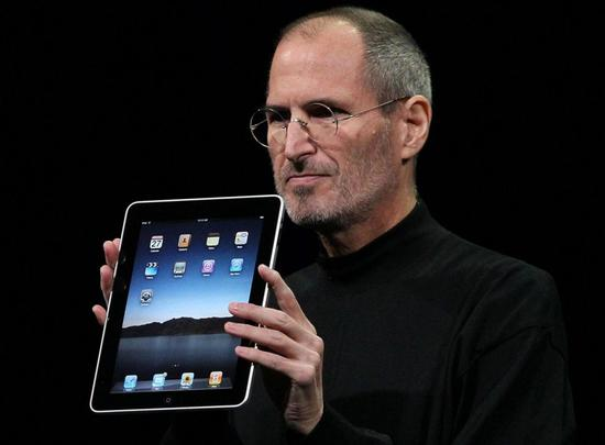 Steve Jobs在2010年1月首次介绍iPad的发布会上
