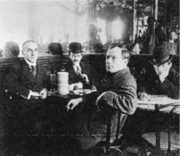 """伍德(左)和他的几位""""多姆尔""""朋友"""