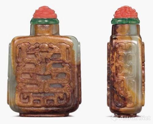 1740 - 1860年 玉雕拐子龙纹鼻烟壶 高 6.3 cm 估价:美元 10,000 - 15,000