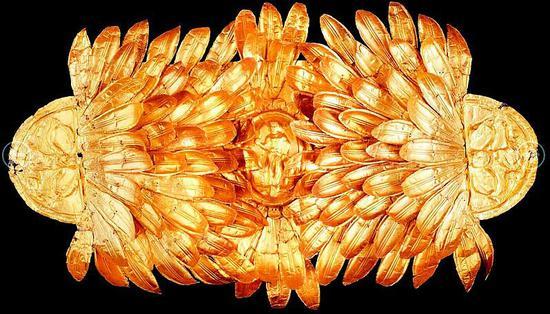 图为公元前4世纪末的金橄榄叶头饰