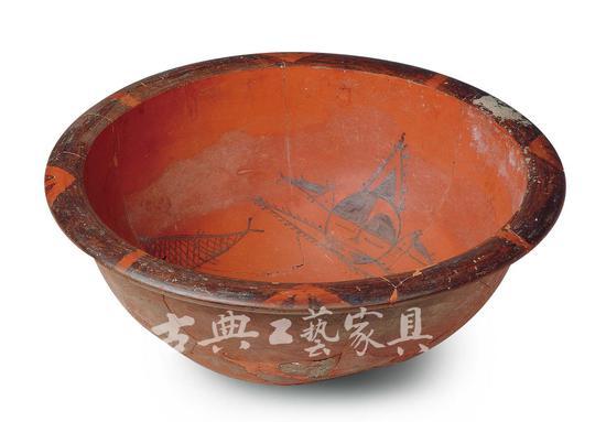 新石器时代仰韶文化 彩绘人面鱼纹盆,从其上细致的纹路图案可推测出毛笔的存在。