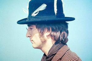 列侬曾因盛怒踩坏眼镜 修复后天价拍卖