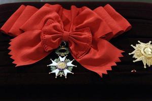 捐赠130件艺术藏品 艺术商人获法国骑士勋章