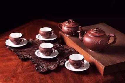 价值9200万元的顾景舟制松鼠葡萄十头套组茶具
