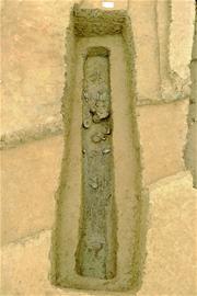 考古现场出土的青铜器文物 白桂斌摄