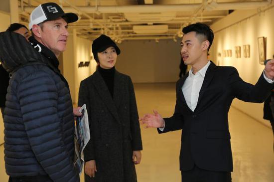 右一:摄影师侯宇,右二:嘉宾柯蓝