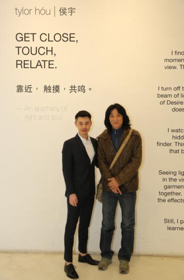 左一:摄影师侯宇,左二:丁武