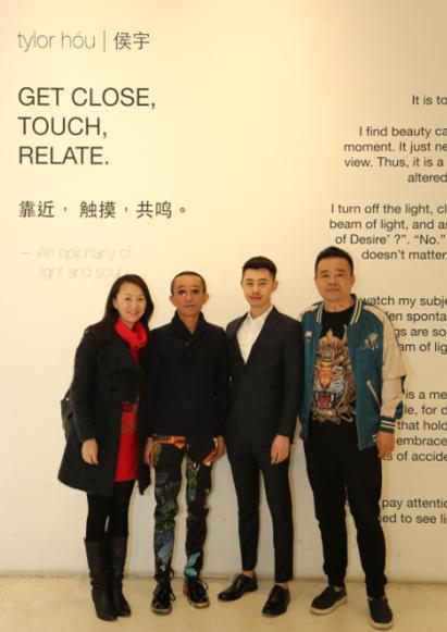 左二:风山渐文化董事长王兵,左三:摄影师侯宇