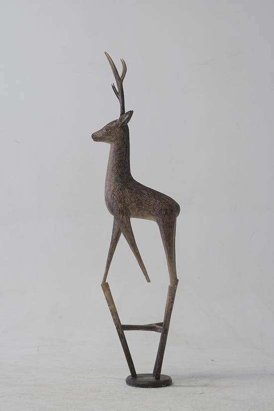 张弱作品 动物家 鹿,2013,铸铜 丙烯着色,181x54x44cm