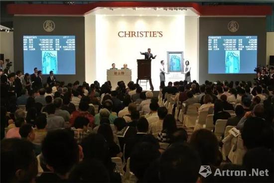 佳士得亚洲二十世纪及当代艺术夜场拍卖现场