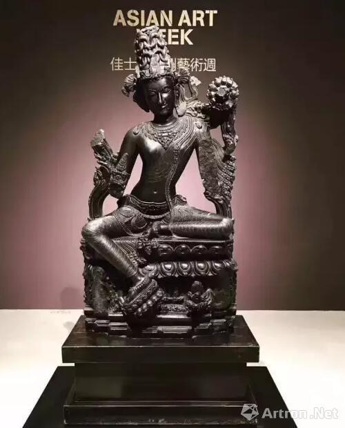 印度东北部 帕拉时期 十二世纪 黑石世尊观音像  成交价:2180万美元