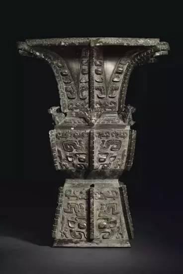 商晚期 安阳 青铜饕餮纹方尊