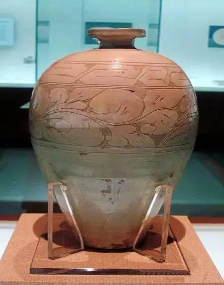 白釉梅瓶,辽代中晚期,大同窑。山西博物院藏