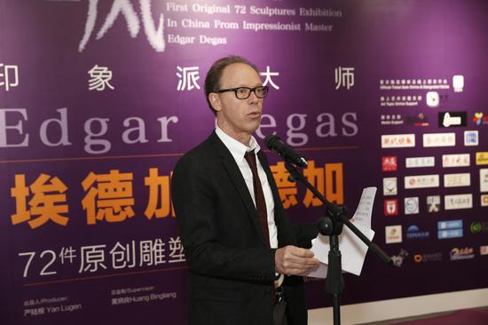 南京法语联盟校长、法国著名儿童文学作家 杰拉德先生发言