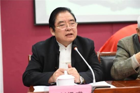 首届中华诗词大奖赛活动发起人、北京东方中国诗书画院院长刘迅甫