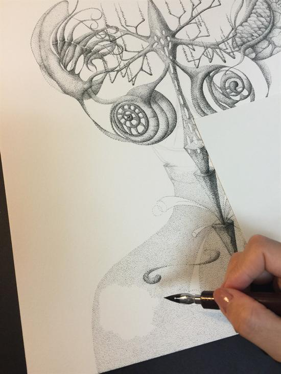 艺术家于剑飞创作中照片