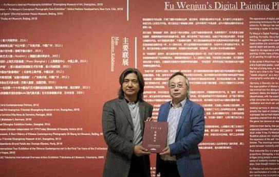 中国美术馆馆长吴为山向傅文俊颁发收藏证书