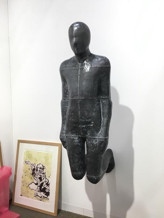 肖恩·凯利画廊带来的这件博伊斯的衣服,是100版中的第10版。