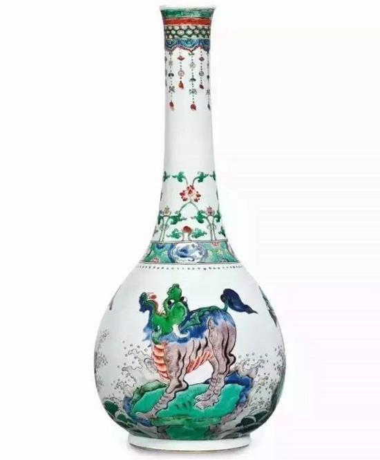 清康熙五彩海礁瑞兽纹大长颈瓶(摩根氏旧藏,后转洛克菲勒二世珍藏)。