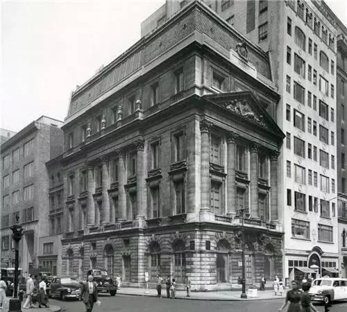 位于纽约第五大道与56街处的杜维恩兄弟画廊(拍摄于1953年)。