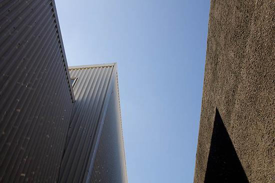 """""""混凝土""""的外观,由metropolitan 建筑事务所(OMA)设计"""