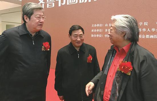 孙泳新院士、山东省原副省长张建国(左)、山东省原副省长郭兆信(中)一同交流