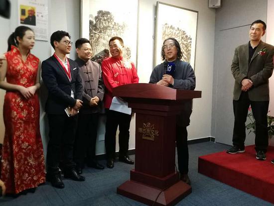 中国美术家协会理论委员会副主任刘曦林先生致开幕词