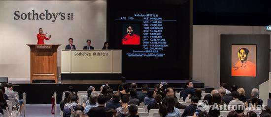 香港�K富比现当代艺术晚拍 安迪・沃荷《毛主席》竞拍现场