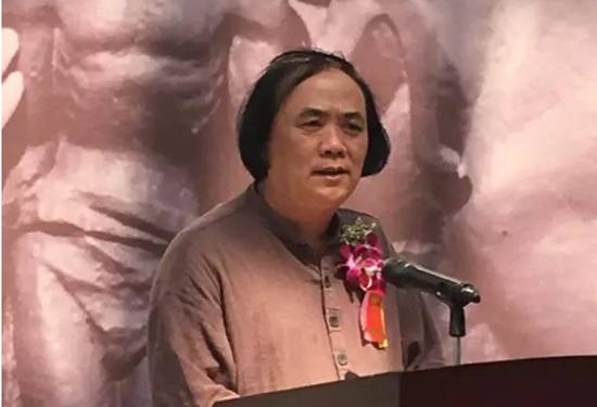 中国美术家协会理事、原海南省文联副主席、海南省美术家协会主席陈茂叶在开幕致辞