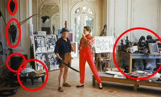 毕加索与名模贝缇娜·格拉奇阿妮在加利福利亚别墅。1955年Mark Shaw为《LIFE》杂志拍摄