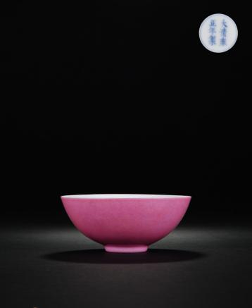 清雍正 外胭脂红釉内洋彩果纹茶碗 D:9.3cm