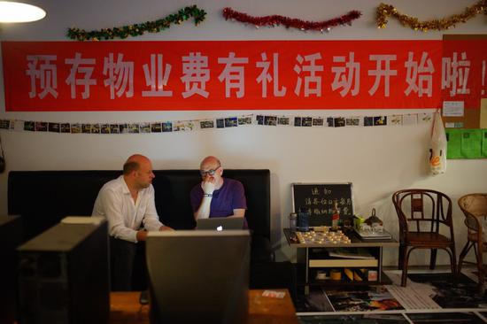 嗯工作室(朱晔 & 魏皓严),《街道的秘密:成都》展览现场,2017。图片:致谢麓湖·A4美术馆