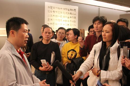 著名书法家陈海良接受媒体采访
