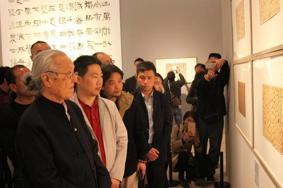 著名书法家张荣庆参观书法展