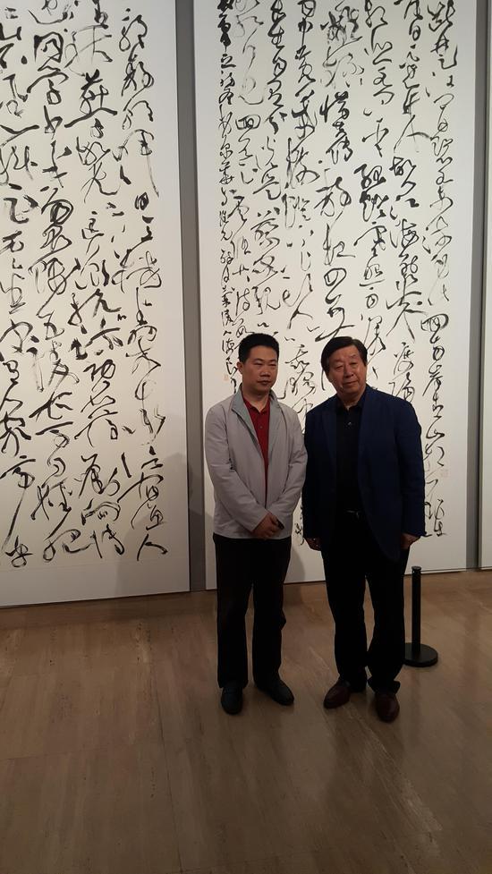 中国美术家协会主席刘大为参观陈海良书法展