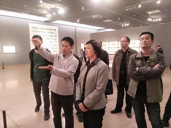 中国文联副主席杨承志参观陈海良书法展