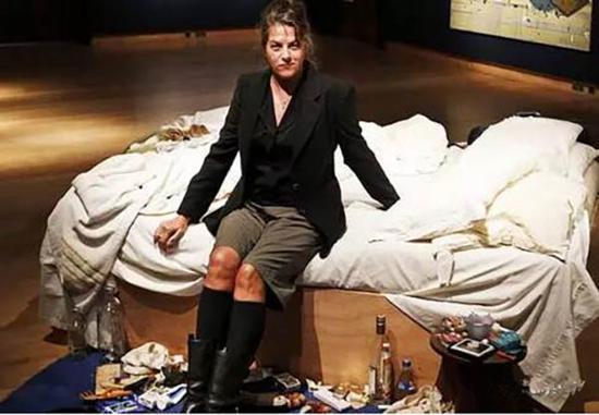翠西·艾敏及作品《我的床》