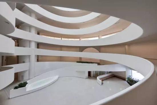 由弗兰克·劳埃德·赖特设计的纽约古根海姆美术馆