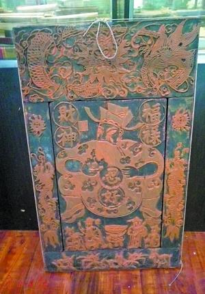 郭云龙收藏的古代年画。