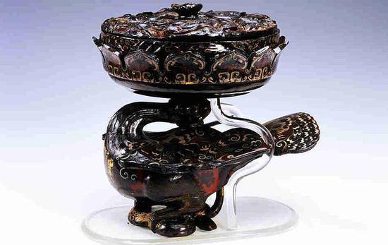 楚人礼器漆豆。