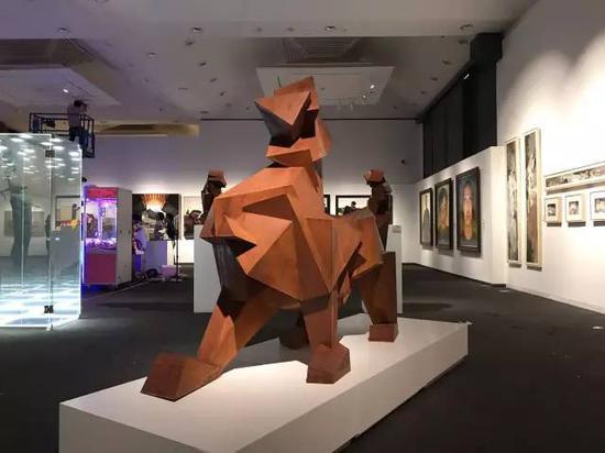杨艺伟   《棱系列·麒麟》  指导教师:李鹤 雕塑
