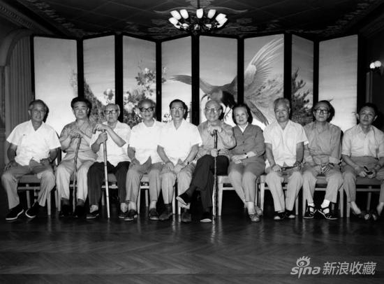 左起:华君武、黄胄、李苦禅、吴作人、陈复礼、李可染、萧淑芳、白雪石、许麟庐,黄永玉