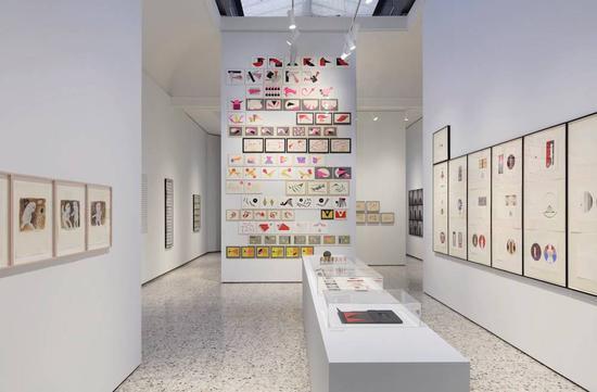 "Geta Bra?tescu的""Apparition""在第57届威尼斯双年展的展览现场。图片:Photo ? Jens Ziehe"