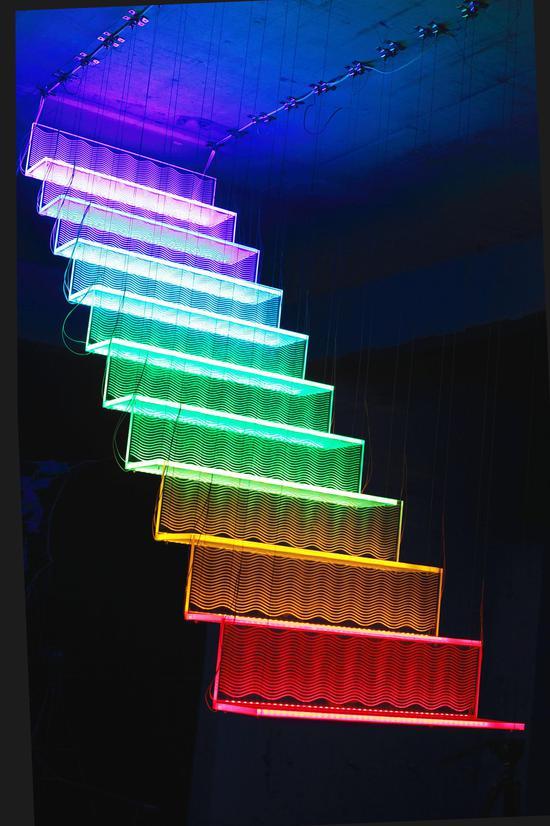 阚旻《彩虹梯》亚克力,灯光,182x220x80cm2016