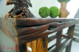 船木家具结实美观。