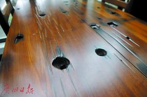 船木家具有着独特纹路。