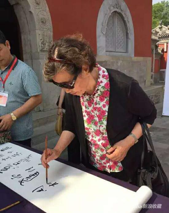 中国工艺美术大师周桂珍