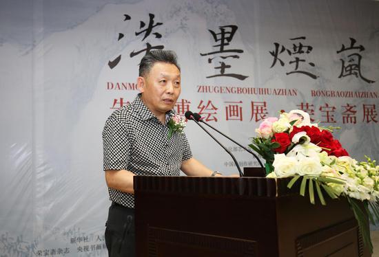 全国政协委员、香港美术家协会主席、著名画家吴欢先生在开幕仪式上致辞
