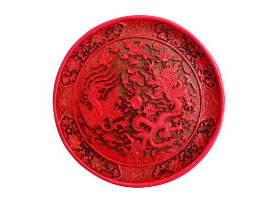 清代龙凤戏珠纹剔红圆盘正面