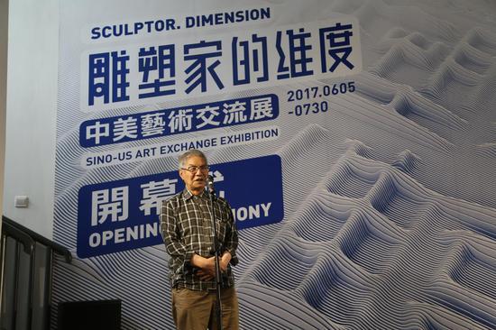 中国著名陶艺家、景德镇陶瓷大学周国桢教授发言